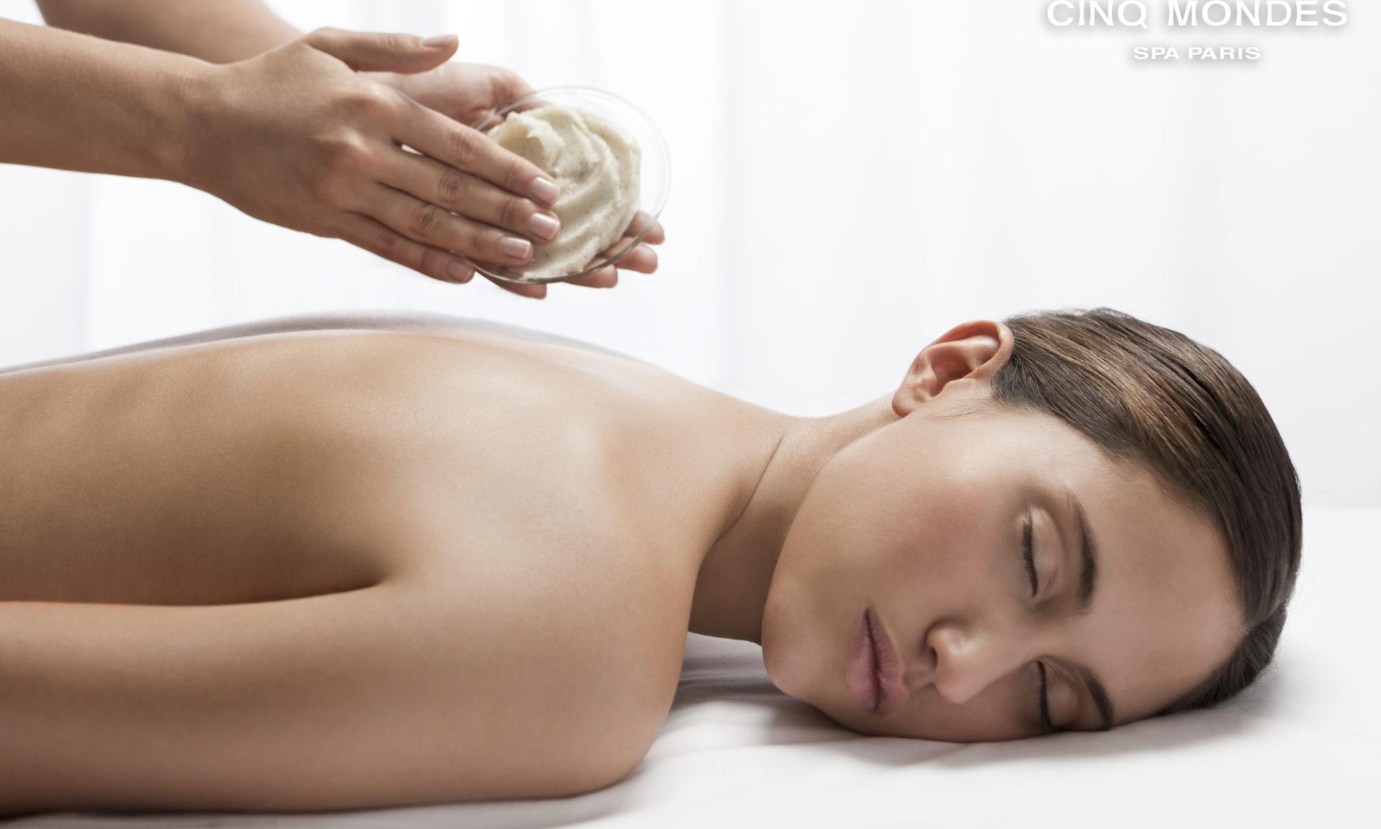 Un gommage adapté à chaque type de peau, qui la satinera et l'hydratera.